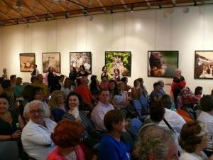 El público de la Sala Al Artis se divirtió con los temas populares y la puesta en escena del Coro